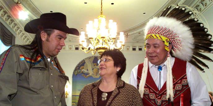 Trois activistes amérindiens au Congrès américain, en 2002.