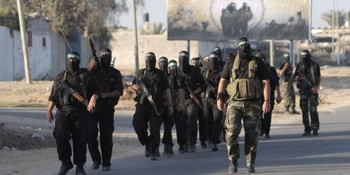 Des militants du Hamas patrouillent le long de la frontière entre Gaza et l'Egypte, en octobre 2011.