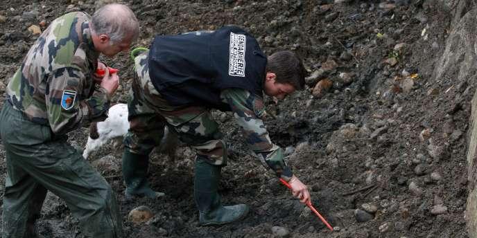 Sur les lieux des recherches, en octobre 2011, autour du gave de Pau.