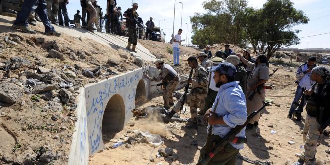 Une photographie de l'endroit où le colonel Kadhafi aurait été retrouvé et capturé après le bombardement de l'OTAN.