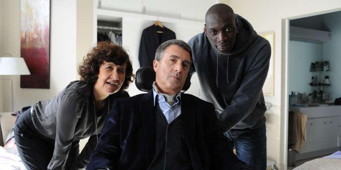 Anne Le Ny, François Cluzet et Omar Sy dans le film français d'Eric Toledano et Olivier Nakache,