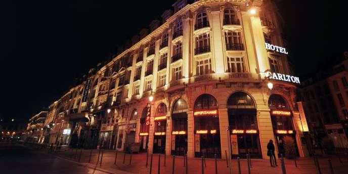 Vue partielle de la façade de l'hôtel Carlton de Lille, prise le 17 octobre 2011.