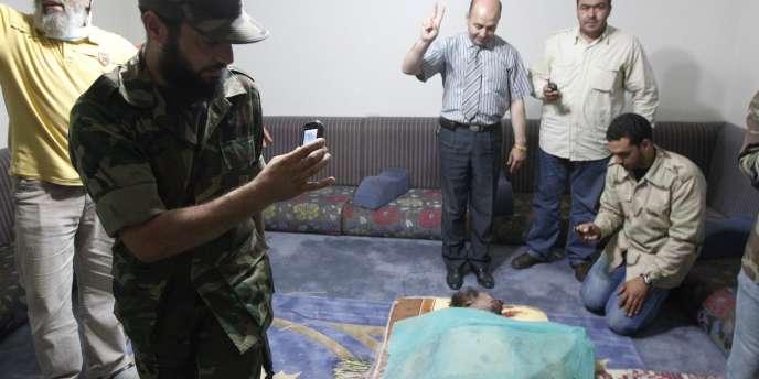 Le corps de Kadhafi dans une résidence privée de Misrata, le 20 octobre 2011.