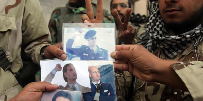 Des photos des fils Kadhafi, saisies par les rebelles dans un commissariat de police de Syrte, le 11 octobre.