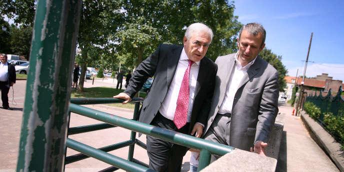 Le maire de Sarcelles (Val-d'Oise), François Pupponi (à droite), en compagnie de Dominique Strauss-Kahn, en 2007.