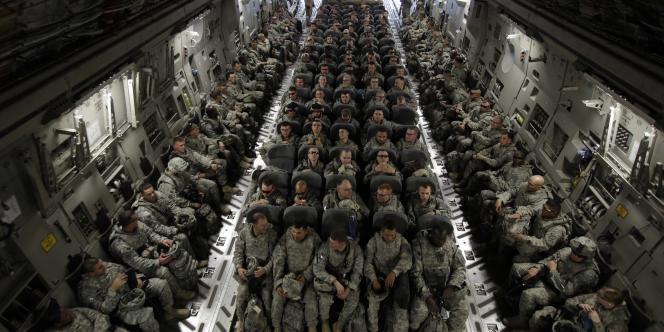 Des soldats de la 3e division d'infanterie rentrent chez eux pendant quelques jours après une année passée sur le sol irakien, le 30 novembre 2010.
