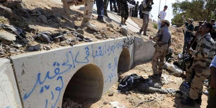 Les tuyaux de drainage dans lesquels Mouammar Kadhafi a été capturé jeudi 20 octobre.