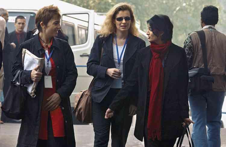 En février 2003, Valérie Trierweiler couvre une visite officielle de Jean-Pierre Raffarin en Inde. Elle n'est alors qu'une journaliste politique  parmi d'autres. Photo:Ludovic-Rea