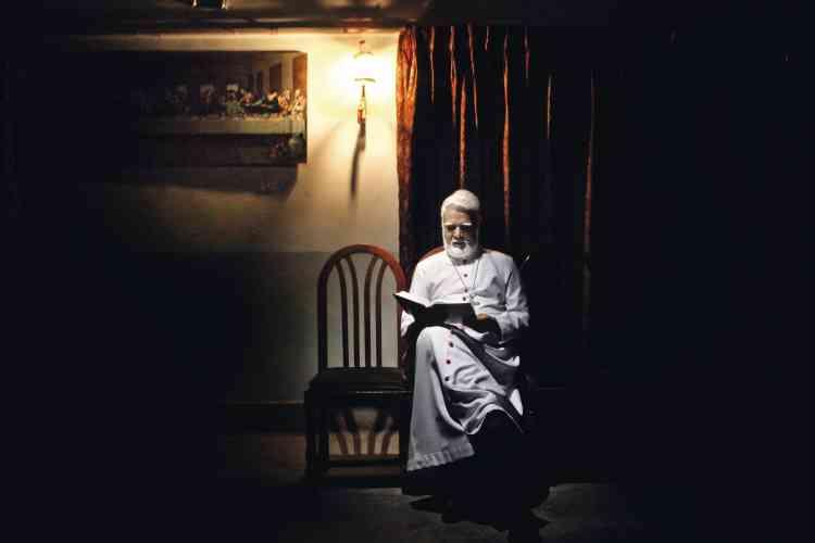 L'évêque de  Faisalabad,  Mgr Coutts,  soutient les personnes accusées de blasphème, dont beaucoup sont musulmanes. L'évêché publie chaque année un rapport sur la situation des diverses minorités religieuses, au Pakistan. photo:Marco Gualazzini / LUZphoto