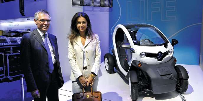 Le 5 juillet, Mouna Sepehri à l'Atelier Renault, sur les Champs-Elysées, avec Carlos Tavares, directeur général  de la marque.