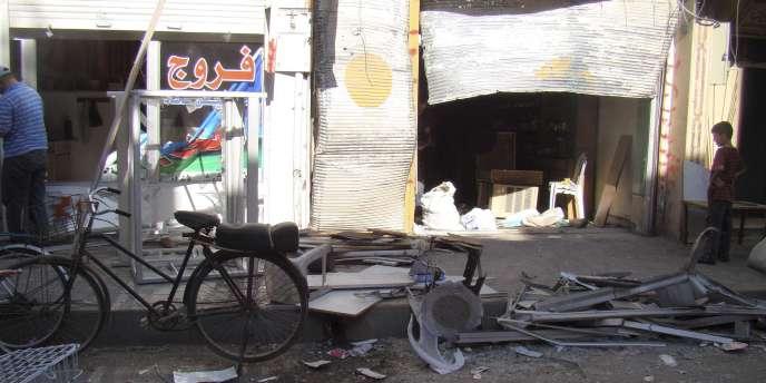Vue de dégâts dans une rue de Homs, le 10 octobre 2011.