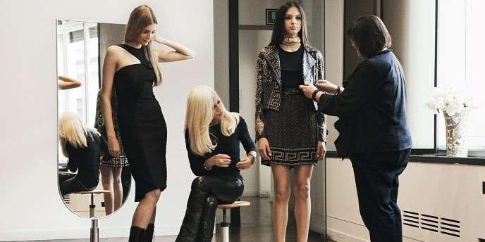 H&M associe cette fois son nom à celui d'une grande marque de luxe italienne. Les collections pour homme et femme de Donatella Versace seront en boutique le 17 novembre.