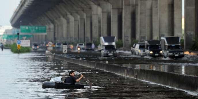 Un total de 28 provinces sont inondées, 9 millions de personnes sont concernées et déjà 113 000 personnes ont été admises dans des centres de secours après avoir dû évacuer des habitations complètement submergées, dans des zones parfois privées de ravitaillement et d'électricité.