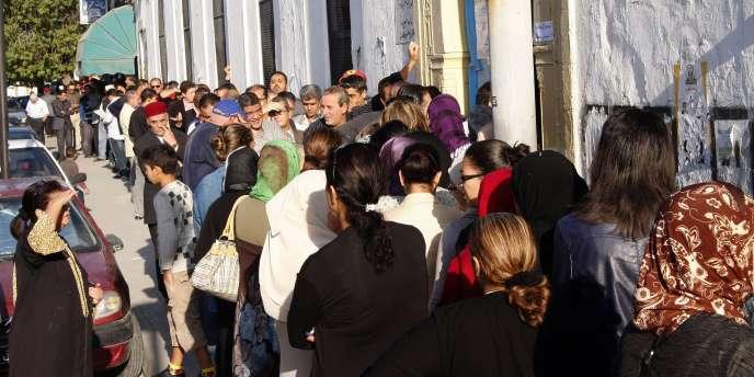File d'attente devant un bureau de vote à Tunis, le 23 octobre 2011, lors des premières élections libres.