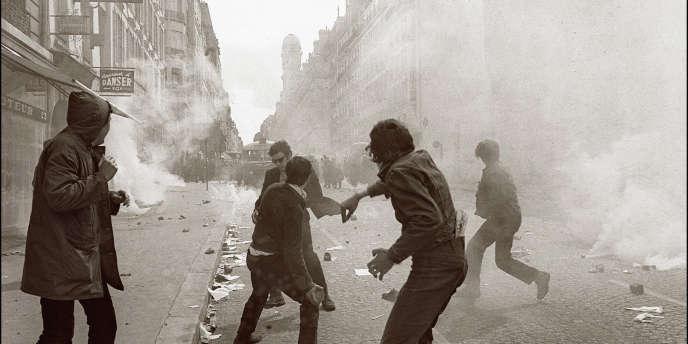 Affrontement entre des étudiants et la police dans la rue Saint-Jacques, à Paris, le 6 mai 1968.