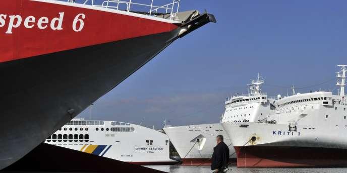 Les Chinois lorgnent les ports hellènes en voie de privatisation. Ici, le port du Pirée près d'Athènes, enoctobre2011.