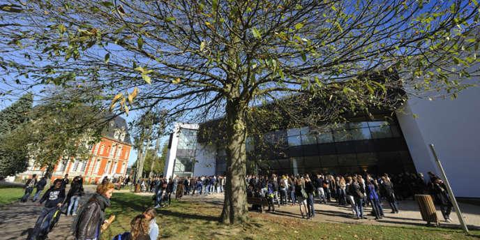 Neoma est l'établissement issu de la fusion des écoles de commerce de Reims et de Rouen. Rouen Business School est l'une des plus anciennes écoles de commerce et de management françaises.