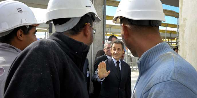Nicolas Sarkozy sur le site de construction du nouvel hôpital de Carcassonne, mardi.