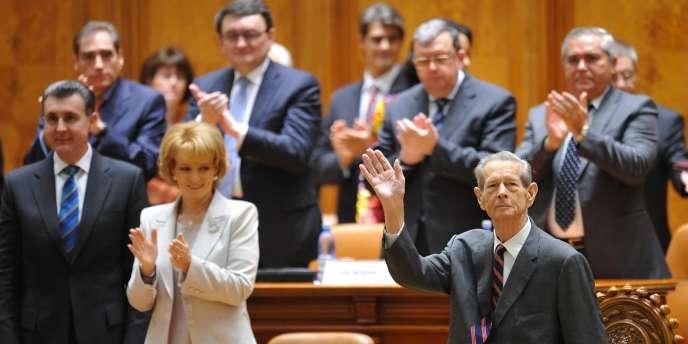 Le discours de Michel Ier devant le Parlement, mardi 25 octobre, a été chaleureusement salué par les élus, qui se sont levés pour l'applaudir.