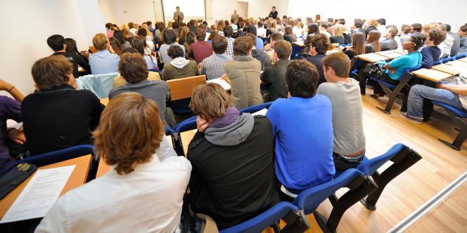 Chaque étudiant non européen peut ainsi percevoir 24 000 euros par an, dont 8 000 euros de frais d'inscription, 12 000 pour le quotidien et 4 000 pour les voyages.