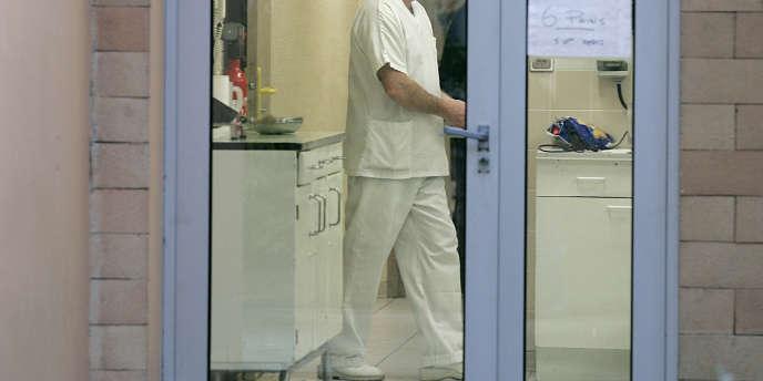 Le parquet avait requis quatre mois de prison avec sursis et une amende contre les deux médecins, poursuivis pour homicide involontaire.