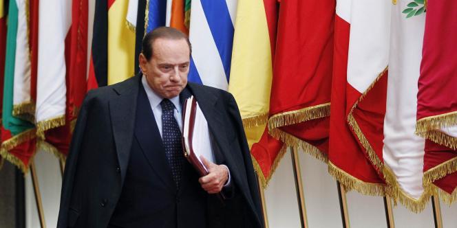 Le président du conseil italien, Silvio Berlusconi, a indiqué qu'il démissionnerait mi-novembre.