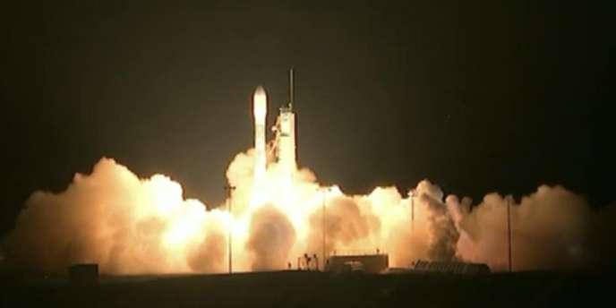 La fusée Delta II de United Launch Alliance transportant le satellite NPP s'est arrachée de son pas de tir à 9 h 48 GMT.