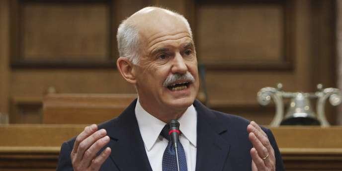 Georges Papandreou a annoncé la tenue d'un référendum devant des élus du parti socialiste grec, lundi 31 octobre.