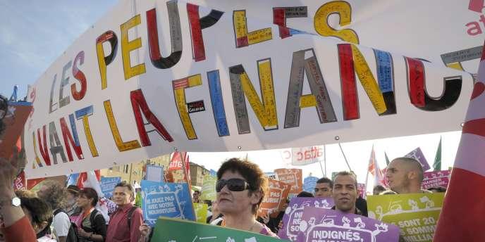 Manifestation contre les dérives des systèmes bancaire et financier, le 1er novembre à Nice avant le sommet du G20 de Cannes.