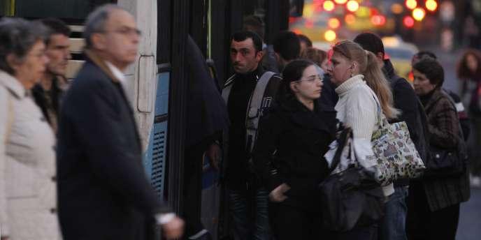 Des lecteurs grecs du Monde.fr racontent la
