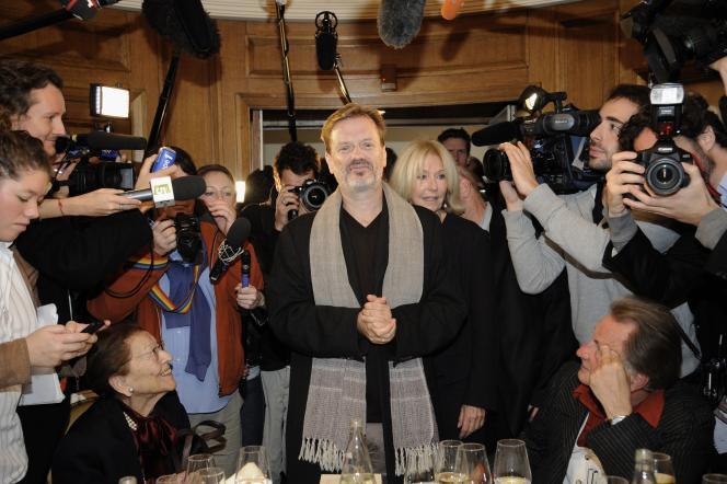 Lors de la remise du prix Goncourt 2011, le lauréat Alexis Jenni, au restaurant Drouant à Paris.