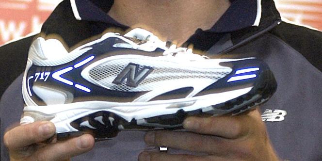 Une chaussure de la marque New Balance.