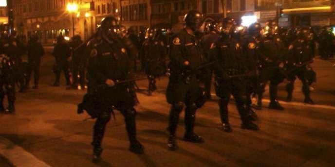 Policiers dans les rues d'Oakland, le 3 novembre 2011.
