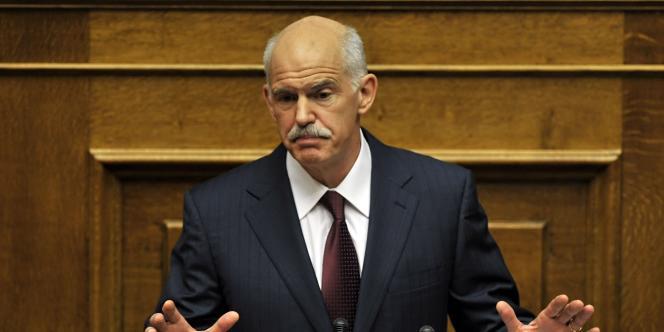 Le premier ministre grec Georges Papandréou a demandé à ses parlementaires de lui renouveler leur confiance, vendredi soir à Athènes.