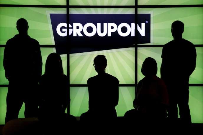 Enchaînant les trimestres en pertes et les contre-performances en Bourse, Groupon lance des offres inédites.