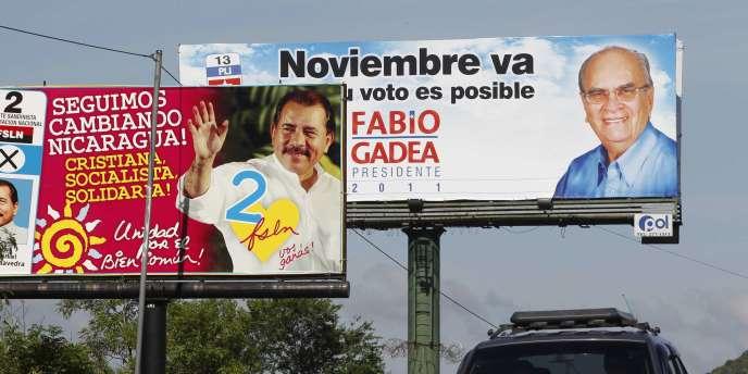 Affiches électorales pour les deux candidats à l'élection présidentielle au Nicaragua, Daniel Ortega et Fabio Gadea, à Managua, le 3 novembre 2011.