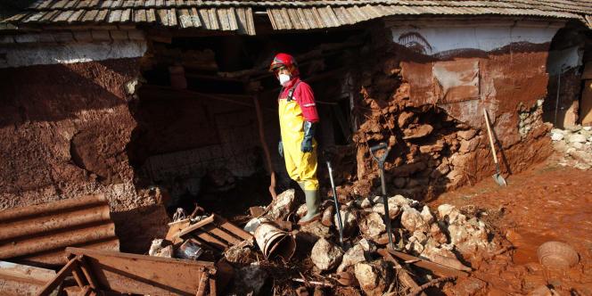 Les dégâts provoqués par les boues rouges toxiques dans le village de Kolontar (Hongrie), le 7 octobre 2010.