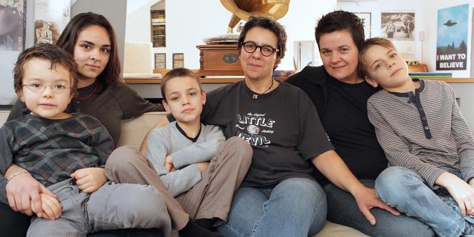 Un couple de femmes de la Marne et leurs quatre enfants en 2011.