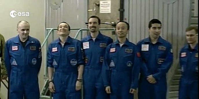 Les six volontaires du projet Mars-500, vendredi 4 novembre à Moscou.