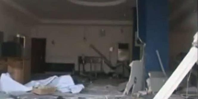 Image de la télévision nigérienne d'un bâtiment endommagé par les attaques de vendredi 4 novembre, à Damatura.