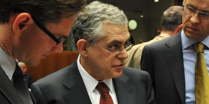 L'ancien vice-président de la Banque centrale européenne (2002 à 2010), Lucas Papadémos, prend la tête du nouveau gouvernement grec d'union nationale.