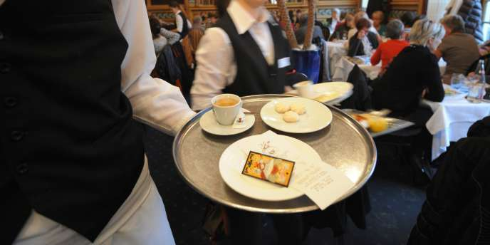 Une brasserie parisienne, le 7 novembre 2011