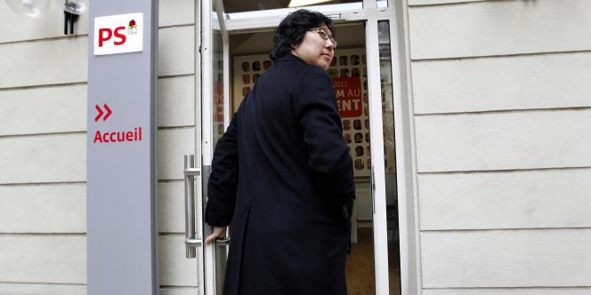 Le numéro deux d'Europe Ecologie-Les Verts, Jean-Vincent Placé, arrive au siège du Parti socialiste à Paris, le 2 novembre 2011.