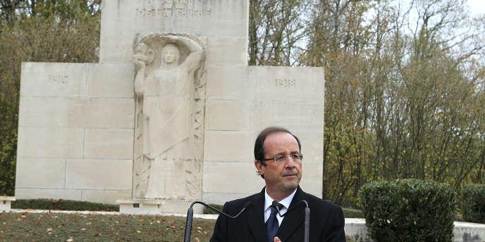 François Hollande, le 11 novembre 2011, à Vienne-le-Château (Marne).