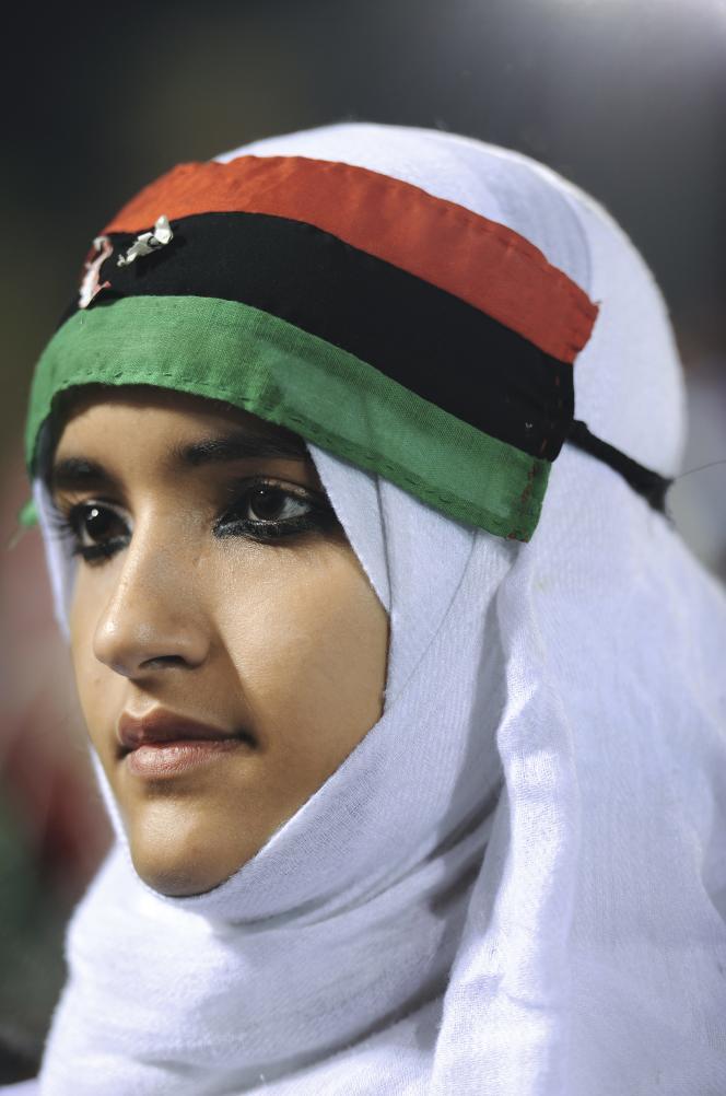 Hommes et femmes, jeunes et vieux, tous  les Libyens ont aujourd'hui à coeur de porter les couleurs du drapeau de la révolution.