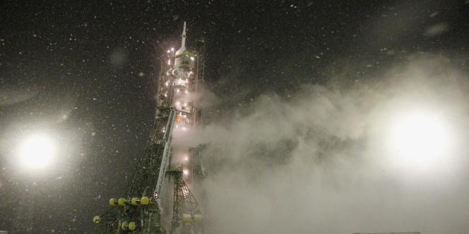 La fusée Soyouz-TMA a été lancée à Baïkonour, le 14 novembre 2011.