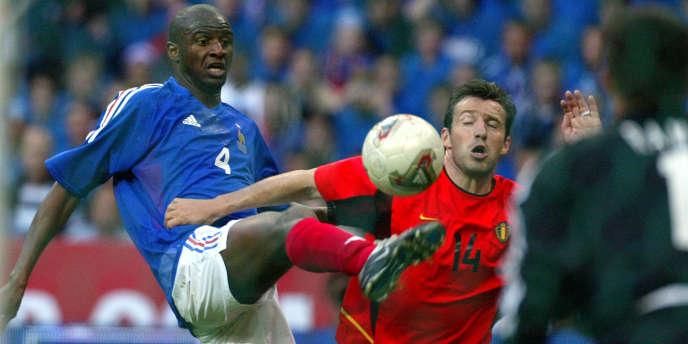 Patrick Vieira et Marc Wilmots lors du match France-Belgique au Stade de France en 2002.