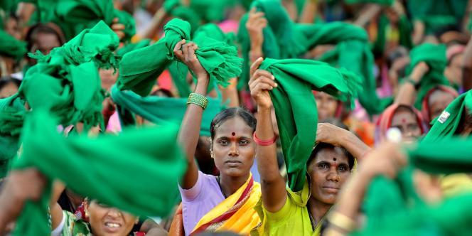La corruption est endémique en Inde. Ici, des paysans et leurs femmes manifestent à Bangalore, le 4 novembre 2011, pour protester contre la corruption dans l'Etat du Karnataka.