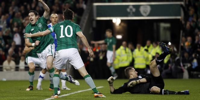 Stephan Ward a ouvert le score pour l'Irlande contre l'Estonie.