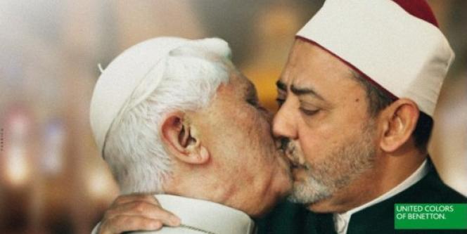 La photo incriminée que Benetton a retiré de sa campagne, montrant le pape et le grand imam sunnite Ahmed Mohammed Al-Tayeb.